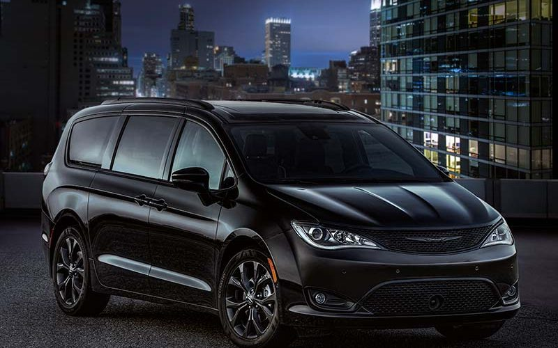 New Appearance Package Gives 2018 Chrysler Pacifica Sporty Look