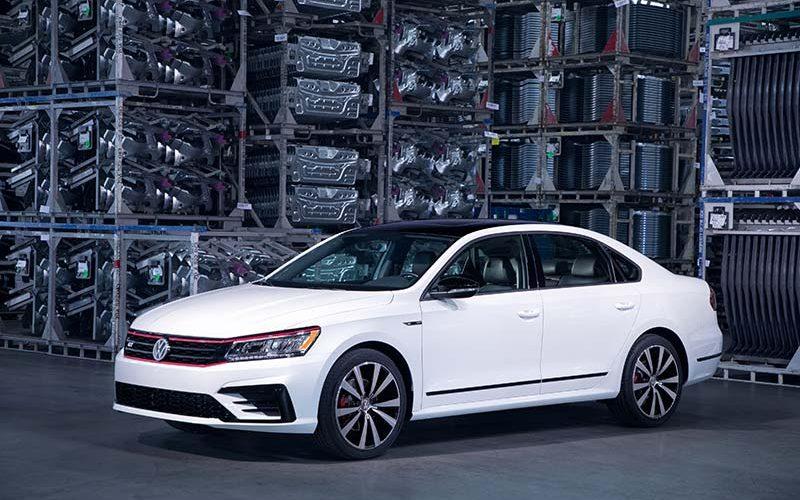 Volkswagen Unveils Sport 2018 Passat GT in Detroit